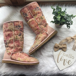 UGG Tall Romantic Flower Fur Lined Boots 9 Euc
